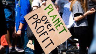 気候変動対応を求める人々